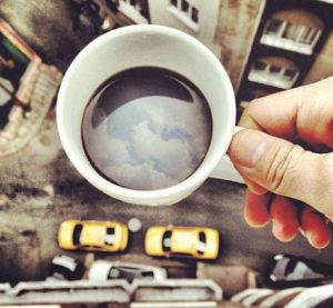 кава та вікно